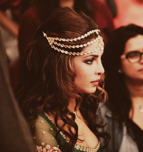 Indian-Wedding-Hairstyle-With-Headpiece